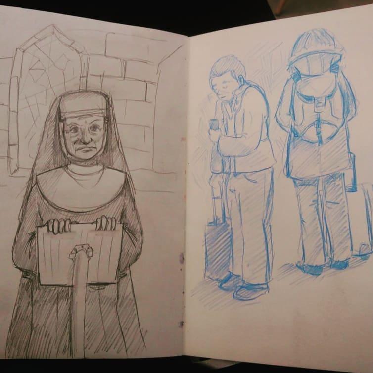 photo de mon carnet, croquis inspiré de sister act à gauche, croquis de deux voyageurs à droite