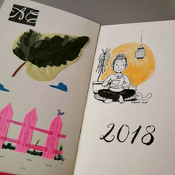 Feuille de lierre collée dans le carnet, dessin de barrière basé sur des post-its en forme de flèche, impro au Pentel d'une femme zen qui prend le thé, calligraphie 2018